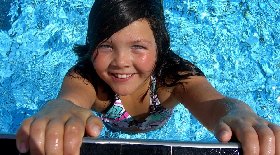 So lernt ihr kind schwimmen